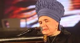 Belzer Rebbetzin says Blessing over Challah (1-Minute Awe-Inspiring Video)
