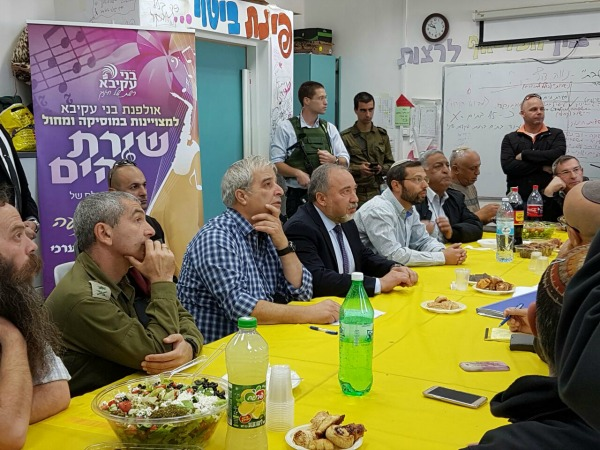 Netanyahu's cabinet meeting in my daughter's 11th grade classroom