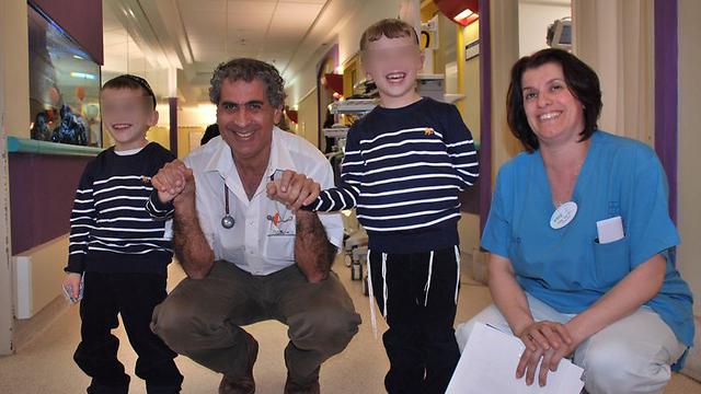 The Gross boys with hospital staff right before their release. (Photo courtesy of Schneider Hospital)