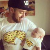 Cute Parent-Child T-Shirt Buddies (6 Photos)